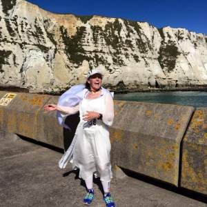 Galadriel impersonator in front of the white cliffs of Dover